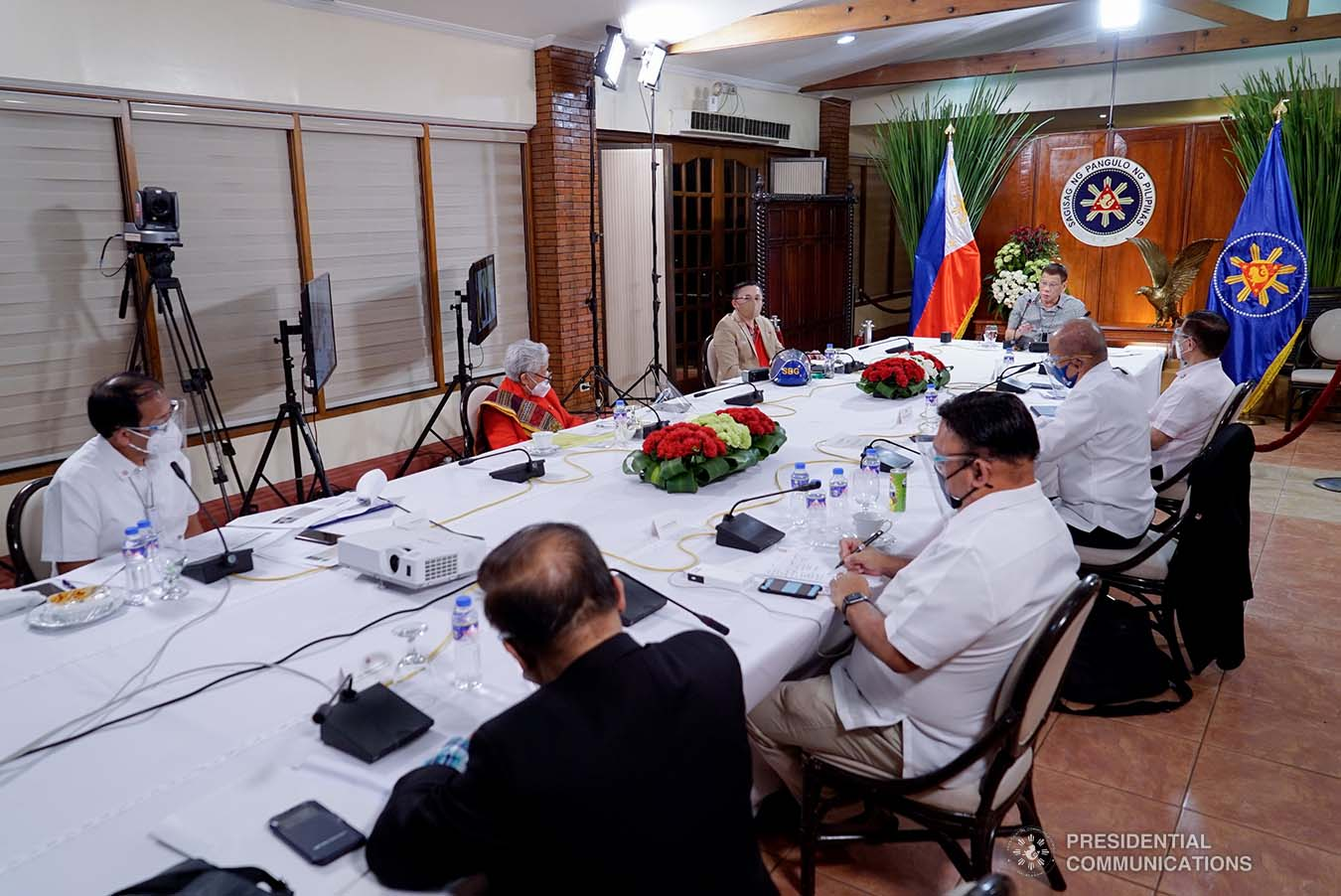 President Rodrigo Roa Duterte holds a meeting with the Inter-Agency Task Force on the Emerging Infectious Diseases (IATF-EID) core members at the Malago Clubhouse in Malacañang on August 31, 2020. KING RODRIGUEZ/PRESIDENTIAL PHOTO