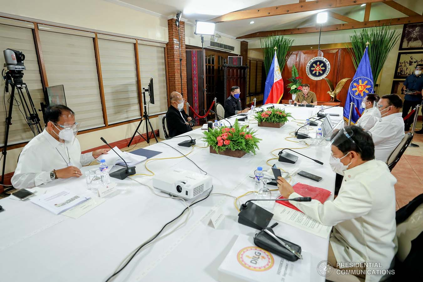 President Rodrigo Roa Duterte presides over a meeting with the Inter-Agency Task Force on the Emerging Infectious Diseases (IATF-EID) core members prior to his talk to the people at the Malago Clubhouse in Malacañang on September 28, 2020. RICHARD MADELO/ PRESIDENTIAL PHOTO