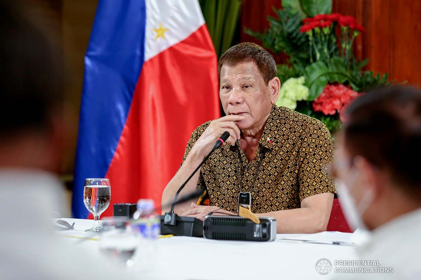 President Rodrigo Roa Duterte talks to the people after holding a meeting with the Inter-Agency Task Force on the Emerging Infectious Diseases (IATF-EID) core members at the Malago Clubhouse in Malacañang on September 28, 2020. RICHARD MADELO/ PRESIDENTIAL PHOTO