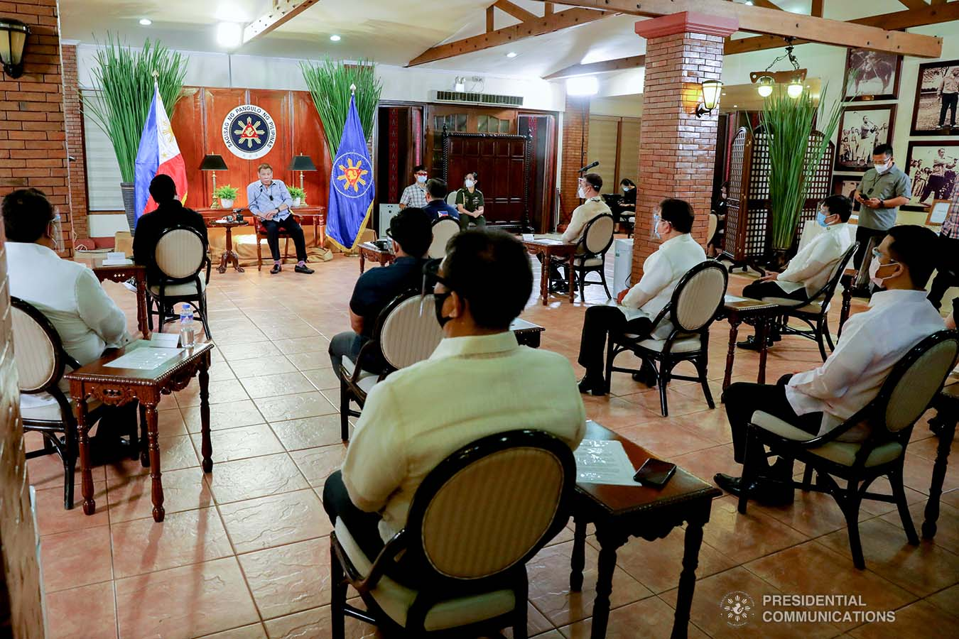President Rodrigo Roa Duterte speaks with House Speaker Alan Peter Cayetano, Marinduque Representative Lord Allan Jay Velasco and several members of the House of Representatives in a meeting at the Malacañang Golf (MALAGO) Clubhouse in Malacañang Park, Manila on September 29, 2020. The President called on Cayetano and Velasco, who were accompanied by their respective partymates and supporters in the Lower House, to discuss matters affecting Congress lately. ROBINSON NIÑAL/PRESIDENTIAL PHOTO