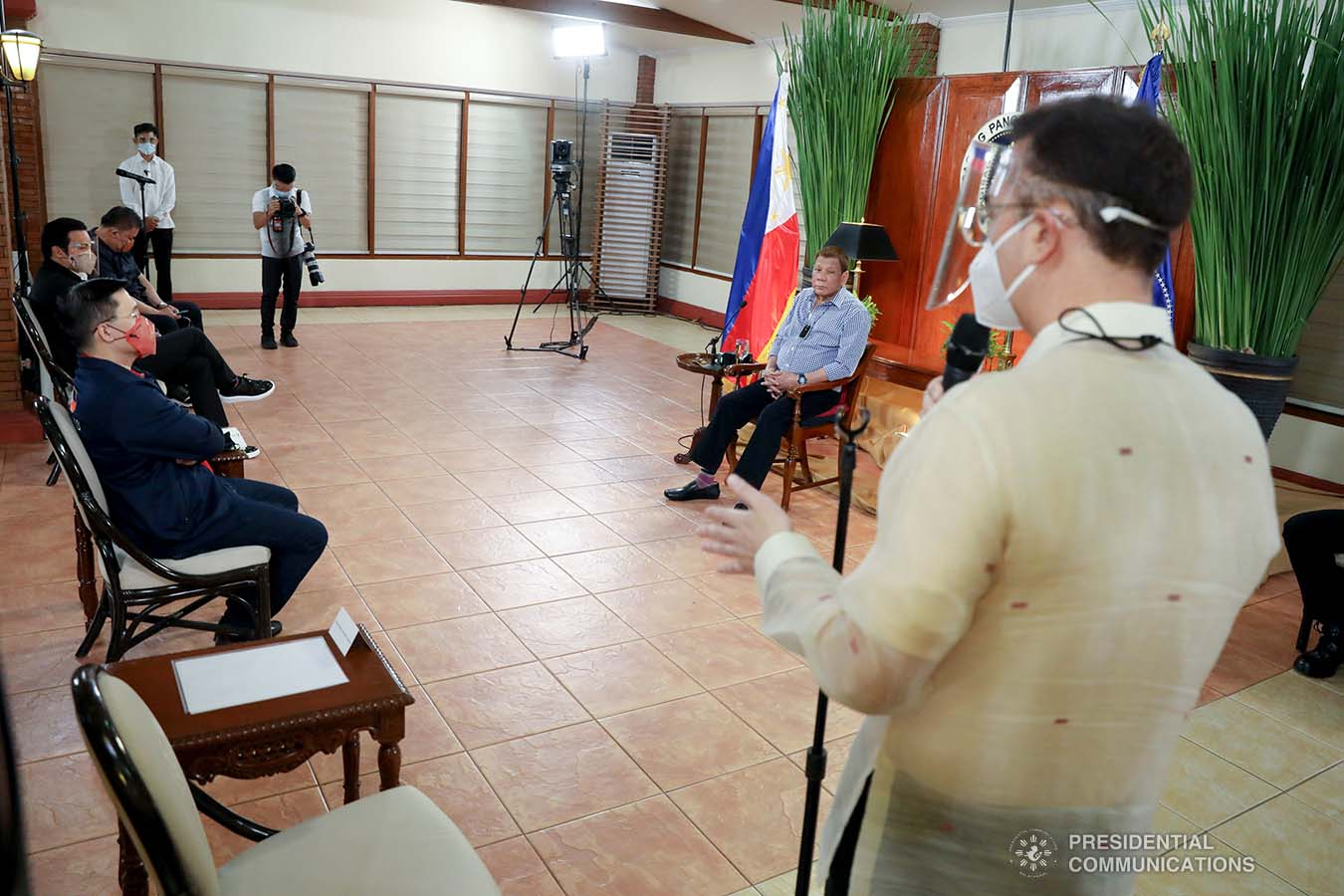 President Rodrigo Roa Duterte listens as House Speaker Alan Peter Cayetano responds to the discussion during a meeting with Speaker Cayetano, Marinduque Representative Lord Allan Jay Velasco and several members of the House of Representatives at the Malacañang Golf (MALAGO) Clubhouse in Malacañang Park, Manila on September 29, 2020. The President called on Cayetano and Velasco, who were accompanied by their respective partymates and supporters in the Lower House, to discuss matters affecting Congress lately. ROBINSON NIÑAL/PRESIDENTIAL PHOTO