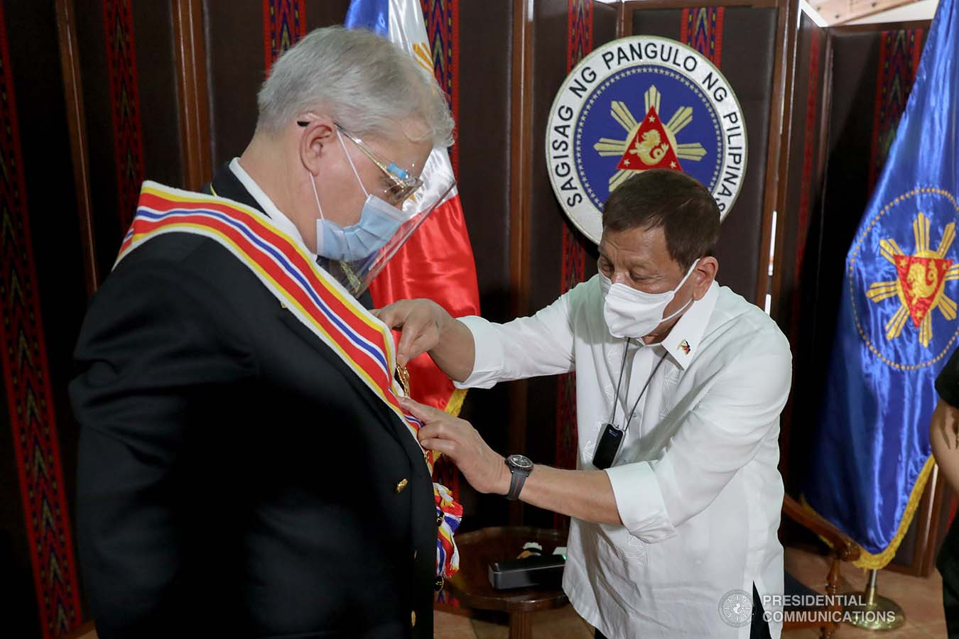 President Rodrigo Roa Duterte confers the Order of Sikatuna on outgoing Ambassador of the Russian Federation to the Philippines Igor Khovaev who paid a farewell call on the President at the Malacañang Golf (Malago) Clubhouse in Malacañang Park, Manila on October 14, 2020. ROBINSON NIÑAL/ PRESIDENTIAL PHOTO