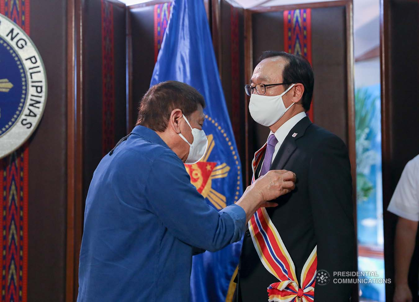 President Rodrigo Roa Duterte confers the Order of Sikatuna with the rank of Datu on outgoing Ambassador of Japan to the Philippines Koji Haneda who paid a farewell call on the President at the Malacañang Golf (Malago) Clubhouse in Malacañang Park, Manila on November 10, 2020. KING RODRIGUEZ/PRESIDENTIAL PHOTO