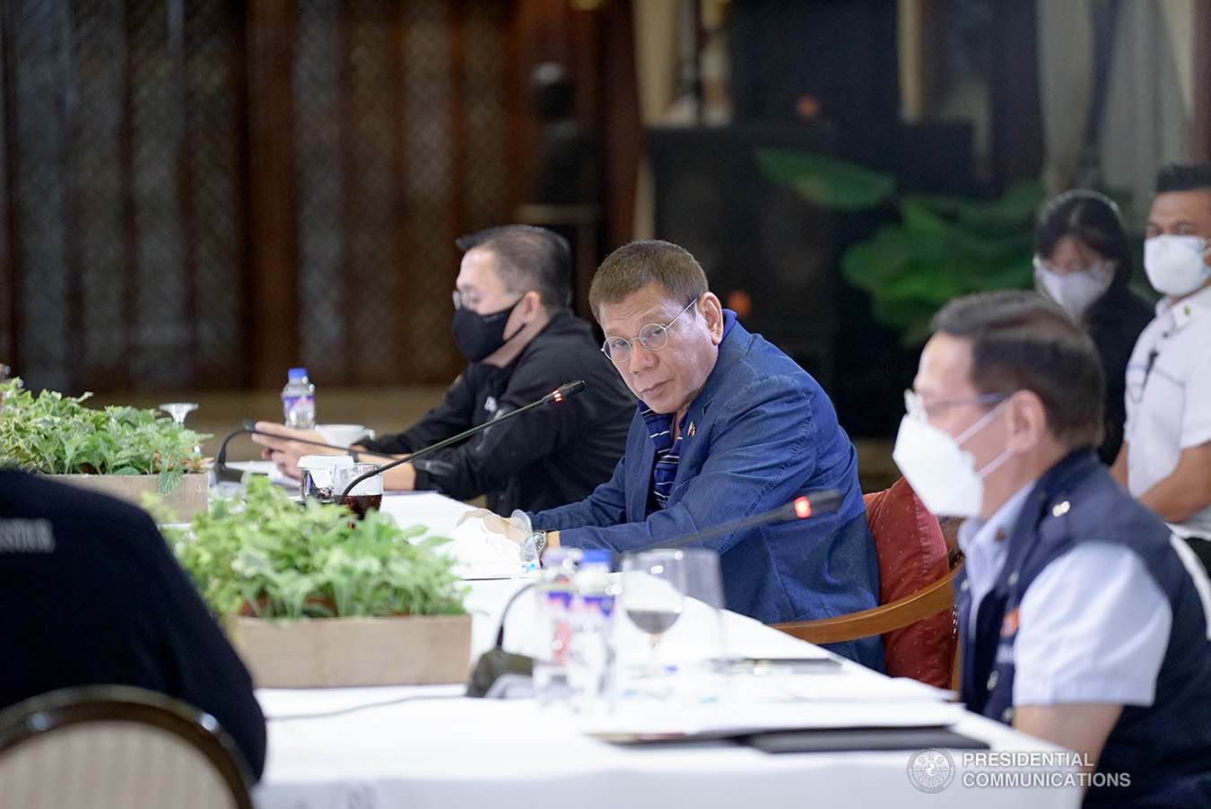 President Rodrigo Roa Duterte went back to Manila a day after Christmas to meet selected members of his Cabinet along with infectious disease experts. The emergency meeting, held in Malacañang Palace on December 26,2020, was convened to discuss the emerging fast-spreading new variant of Coronavirus (Covid-19) disease found in the United Kingdom. KING RODRIGUEZ/ PRESIDENTIAL PHOTO