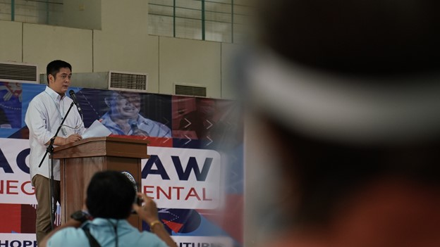 Presidential Communications Operations Office (PCOO) Secretary Martin Andanar spoke before representatives of local government units of Negros Oriental on Friday for the third leg of the Explain, Explain, Explain town hall meeting in Central Visayas.