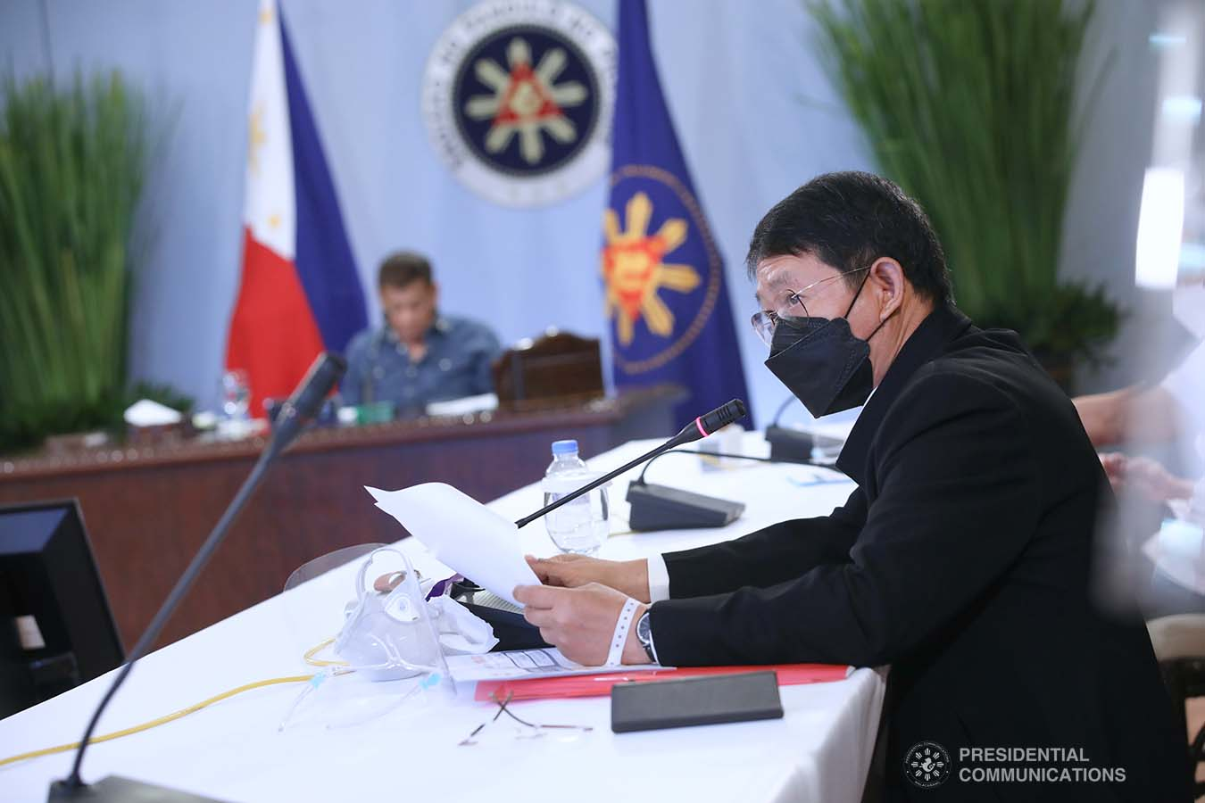 Interior and Local Government Secretary Eduardo Año gives an update to President Rodrigo Roa Duterte during a meeting with the Inter-Agency Task Force on the Emerging Infectious Diseases (IATF-EID) core members at the Malacañang Golf (Malago) Clubhouse in Malacañang Park, Manila on May 26, 2021. ROBINSON NIÑAL/ PRESIDENTIAL PHOTO