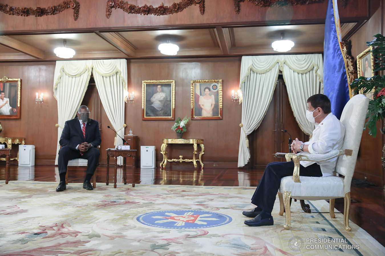 President Rodrigo Roa Duterte discusses matters with US Secretary of Defense Lloyd Austin III during a courtesy call on the President at the Malacañang Palace on July 29, 2021. ROBINSON NIÑAL/ PRESIDENTIAL PHOTO